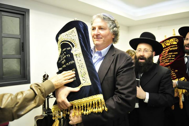 Simon Fallic dedicating Torah scroll at Ariel University.